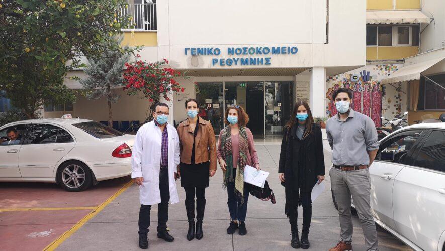 Από αριστερά ο Ακτουδιανάκης Βασίλης ,Διευθυντής Ιατρικής Υπηρεσίας, η Αποκορωνιατάκη Ευαγγελία -Νοσηλεύτρια,η Γιαννούση Βασιλική -Νοσηλεύτρια , η Νικηφόρου Άρτεμις-νοσηλεύτρια και ο Μαρκάκης Λευτέρης -Διοικητής ΓΝ Ρεθύμνου